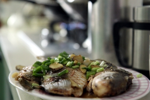 River fish with ginger and onion