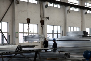Materials sorting at galvanizing plant near Hangzhou